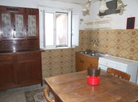 Vendita ampio appartamento indipendente in centro storico,  Olevano Romano
