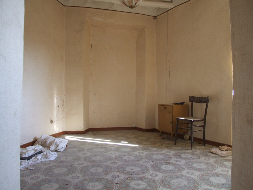 Vendita appartamento da ristrutturare in centro storico for Vendesi casa roma centro