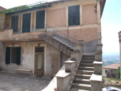 Vendita appartamento indipendente di ampia metratura in centro,  Olevano Romano