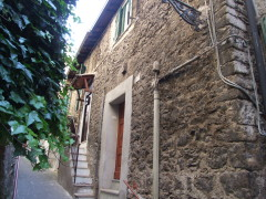 Vendita appartamento in centro storico con balcone e quattro stanze,  Olevano Romano
