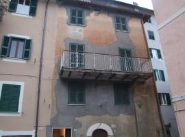 Vendita appartamento indipendente con 2 balconi e cantine, Olevano Romano