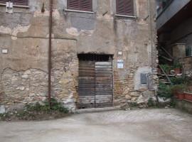 Vendita locale magazzino di mq 30 su Via Roma, Olevano Romano