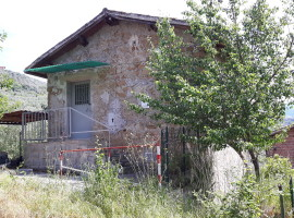 Vendita casaletto indipendente su due livelli con terreno a Olevano Romano