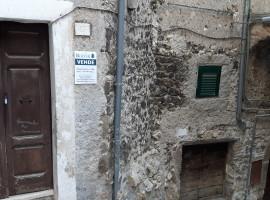 Vendita appartamento da ristrutturare, indipendente e panoramico con balcone a Olevano Romano