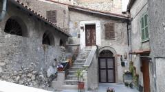 Vendita casa indipendente da ristrutturare con due camere a Olevano Romano