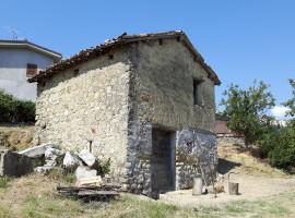 Vendita casaletto in pietra su due livelli con terreno a Bellegra