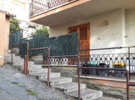 Vendita appartamento con giardino, posto auto e cantina a Olevano Romano