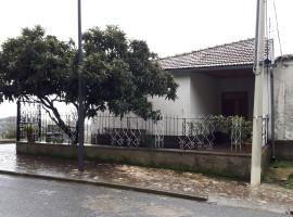 Vendita casa indipendente con giardino e locali a San Quirico-Serrone