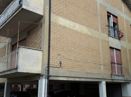 Vendita appartamento con locale magazzino e piccolo terreno a Olevano Romano
