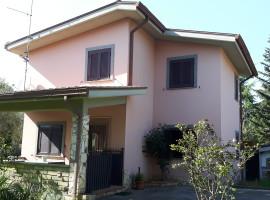 Vendita villino unifamiliare su due livelli con giardino a Olevano Romano