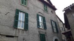 Vendita appartamento da ristrutturare di ampia metratura a Olevano Romano