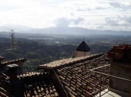 Vendita appartamento da ristrutturare in centro storico di ampia metratura a Olevano Romano