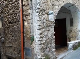 Vendita appartamento in centro storico con due camere a Olevano Romano