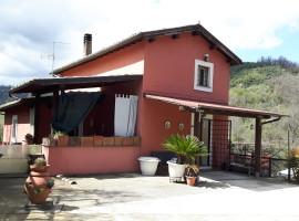 Vendita caratteristico casale ristrutturato con terreno a Bellegra/Olevano