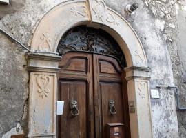 Vendita appartamento di ampia metratura nel centro storico di Olevano Romano