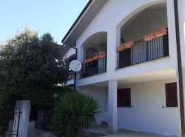 Vendita villino su due livelli con giardino, portico e veranda a Olevano Romano
