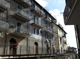 Vendita appartamento panoramico con balcone in zona centrale a Olevano Romano