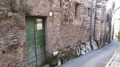Vendita locale magazzino con due finestre in centro storico a Olevano Romano