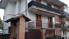 Vendita appartamento in zona residenziale con due camere e tre balconi a Olevano Romano
