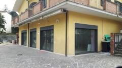 Affitto locale commerciale di mq 180 con servizi e parcheggio a Olevano Romano